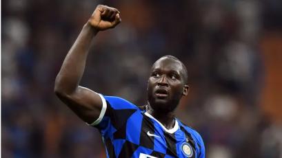 Inter superó 2-0 al Milan y quedó como único líder de la Serie A