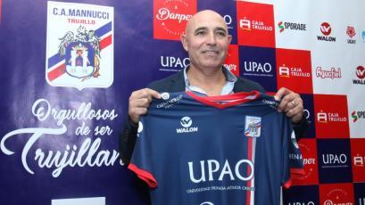 Carlos A. Mannucci: Juan Manuel Llop fue presentado oficialmente como técnico del 'Tricolor'