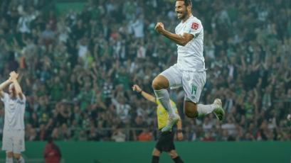 Claudio Pizarro anotó doblete en goleada del Werder Bremen en la Copa de Alemania