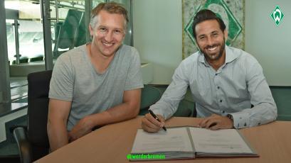 Claudio Pizarro estampó su firma con el Werder Bremen