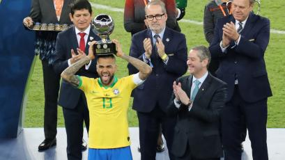 Copa América Brasil 2019: Dani Alves fue elegido el Mejor Jugador del Torneo