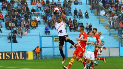 Sporting Cristal empató sin goles con Sport Huancayo