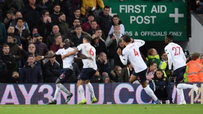 Liverpool sufrió más de la cuenta para llevarse la victoria ante el Aston Villa