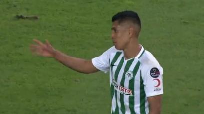 Paolo Hurtado le dio un empate agónico al Konyaspor