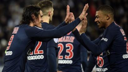 PSG golea al Amiens con tantos de Cavani y Mbappé
