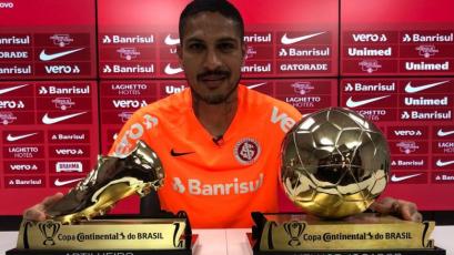 Paolo Guerrero recibió dos premios en la Copa Brasil 2019: mejor jugador y goleador