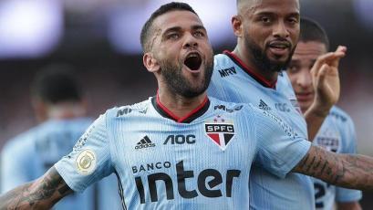 Dani Alves se lució y tuvo su soñado debut con la camiseta del Sao Paulo (VIDEO)