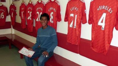 """Renato Tapia: su papá reveló que """"él siempre se quedó con la espina clavada del Liverpool"""""""