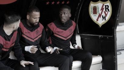 Luis Advíncula: DT del Rayo Vallecano reveló por qué el lateral ya no es titular