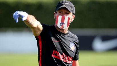 Atlético Madrid pone a la venta sus mascarillas reutilizables con el lema 'Coraje y Corazón'