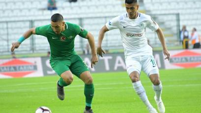 Paolo Hurtado se lesionó en el empate del Konyaspor con el Akhisarspor