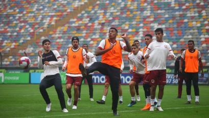 Universitario de Deportes entrenó en el Monumental y viajó para enfrentar a Sport Huancayo