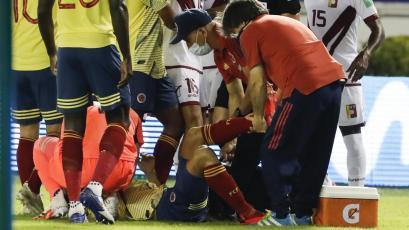 Clasificatorias Sudamericanas: la espeluznante lesión que sufrió Santiago Arias en el Colombia vs Venezuela (VIDEO)