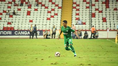 Paolo Hurtado vio acción en el fútbol turco