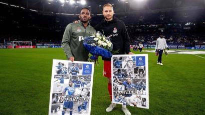 Jefferson Farfán recibió un homenaje por parte del Schalke