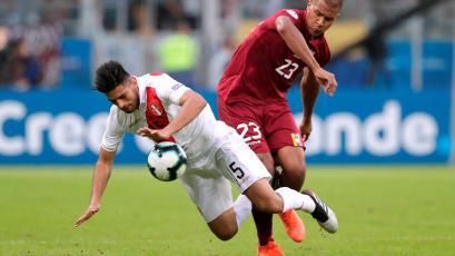 """Carlos Zambrano: """"Tenemos que ganarle a Bolivia para meternos en la segunda ronda"""""""