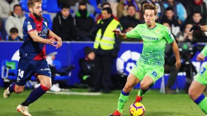 Huesca sorprende al Betis y vuelve a la victoria cinco meses después