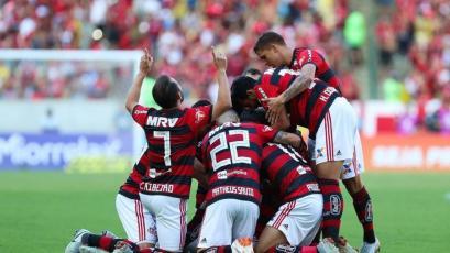 Miguel Trauco apoyó en el triunfo del Flamengo con dos asistencias