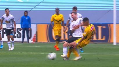 Horacio Calcaterra y la terrible falta que recibió sobre el tobillo, pero solo fue amarilla (VIDEO)
