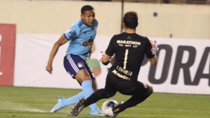 Universitario de Deportes: José Carvallo evitó gol de Sporting Cristal a los 3 minutos de juego