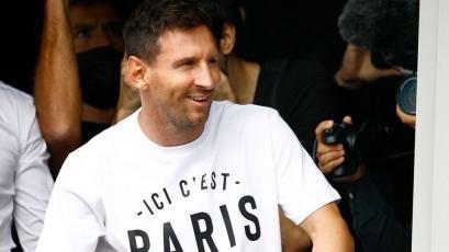 Lionel Messi desató la locura en París tras llegar a firmar con PSG (VIDEO)