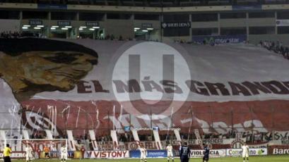 Universitario: un día como hoy se lució la bandera más grande para 'Lolo' Fernández