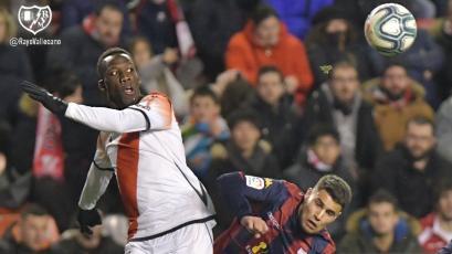Luis Advíncula fue titular y completó 90 minutos en empate de Rayo Vallecano
