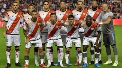 Luis Advíncula llegó a España tras los amistosos y jugó 90' en el triunfo del Rayo Vallecano por 2-0