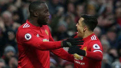 Manchester United, con el primer gol de Alexis, venció al Huddersfield