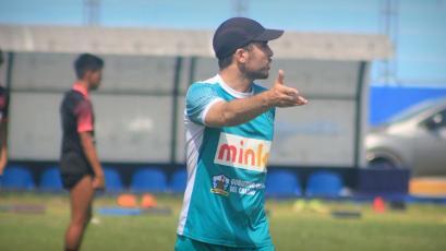Manuel Fernández dirigió su primer entrenamiento con Sport Boys