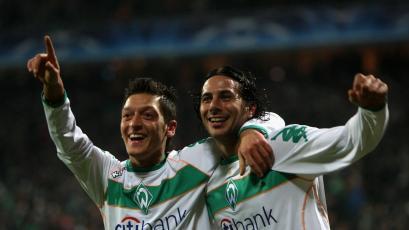 Mesut Özil y las emotivas palabras que le dedicó a Claudio Pizarro tras su retiro