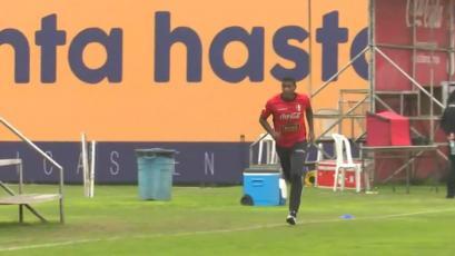 Miguel Araujo fue la sorpresa en la Videna, mientras la Selección Peruana Sub23 entrenaba  (VIDEO)
