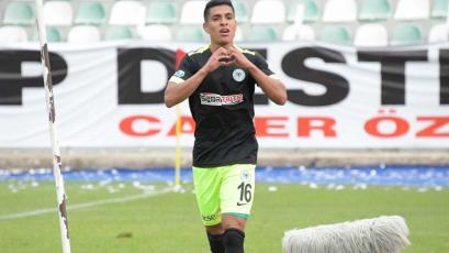 Paolo Hurtado se lució en la goleada del Konyaspor