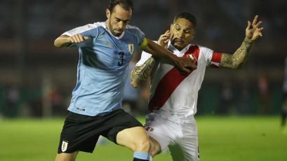 Paolo Guerrero llegó a los 100 partidos con Perú en derrota con Uruguay