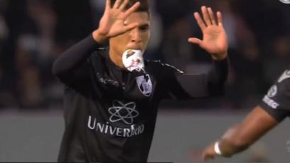 Paolo Hurtado anota el gol del triunfo para el Vitoria en Portugal