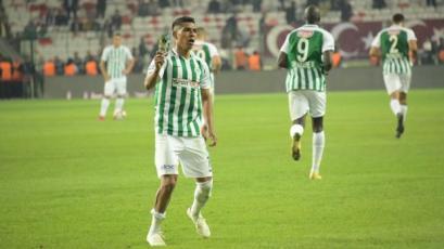 Paolo Hurtado anota en victoria del Konyaspor