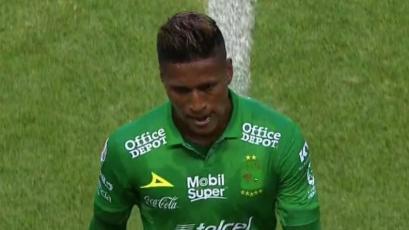 Pedro Aquino no puedo evitar la derrota de León