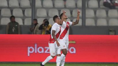 Perú vs. Uruguay: Christofer Gonzales sorprendió a Martín Campaña y anotó con un cabezazo (VIDEO)