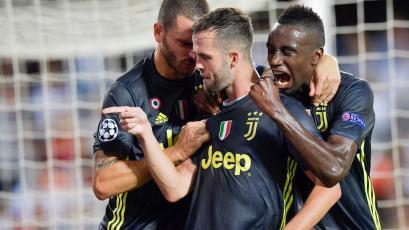 Juventus venció a Valencia en Mestalla con doblete de Pjanic