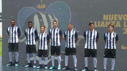 Alianza Lima: El club blanquiazul presentó su camiseta para la temporada 2018