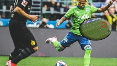 Raúl Ruidíaz le hizo enorme golazo de sombrerito al Borussia Dortmund, pero... (VIDEO)
