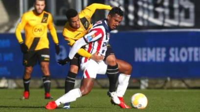 Renato Tapia salió lesionado jugando por el Willem II