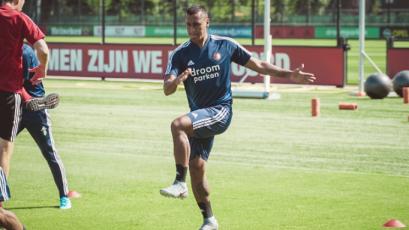 Renato Tapia se sumó a los entrenamientos del Feyenoord