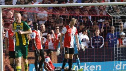 Renato Tapia anotó autogol con el Feyenoord y recibió el apoyo de compañero (VIDEO)