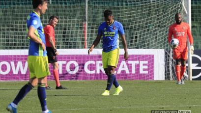 Renato Tapia enfrentó al Dortmund en amistoso con el Feyenoord