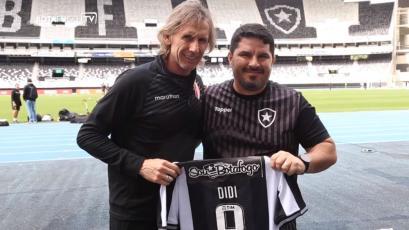 Botafogo sorprendió a Ricardo Gareca tras regalarle una camiseta de Didí, extécnico de Perú