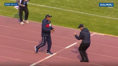 ¡CON BAILE! Roberto Mosquera tuvo peculiar saludo de Carlos Ramacciotti en la previa (VIDEO)