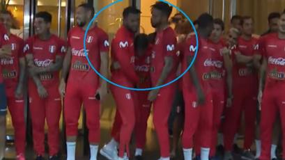 Así fue la curiosa broma que Cáceda y Gallese le jugaron a Hohberg en el banderazo (VIDEO)