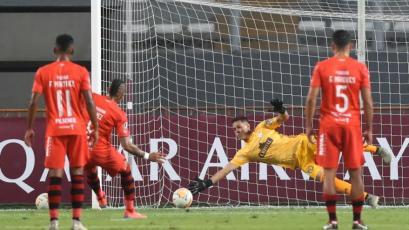 Sporting Cristal vs. Barcelona: Renato Solís se luce tapando un penal en el primer tiempo (VIDEO)
