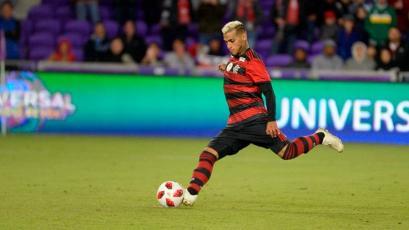 Miguel Trauco volvió al once titular del Flamengo y regaló una asistencia